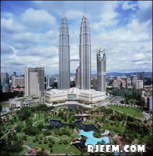 photo Petronas Twin Towers 13398555164.jpg