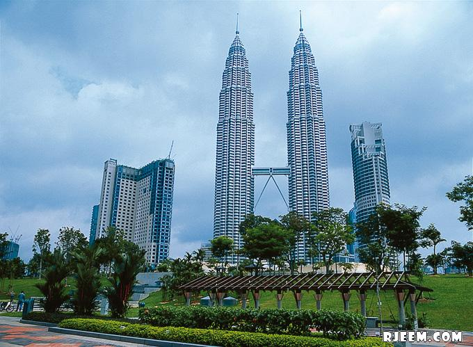 photo Petronas Twin Towers 13398555991.jpg