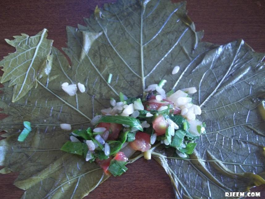 طريقة عمل الورق عنب بزيت اللبناني اليلنجي 13448108573.jpg