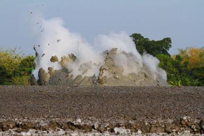 الطين-تعرفى البراكين 13646796443.jpg