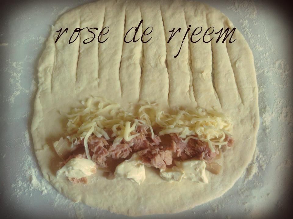 فطائر التونة بالجبنة ( لفة مُبتكرة ) 14047381242.jpg