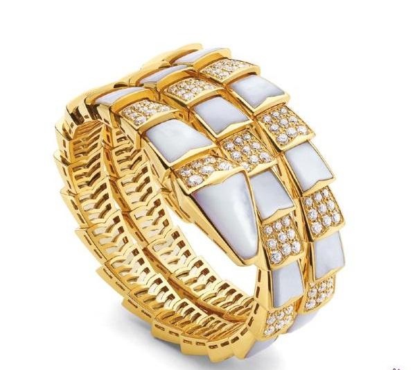 المشغولات الذهبية 14264724582.jpg